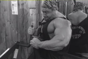 Dorian Yates performing single arm machine rows, from Blood & Guts.